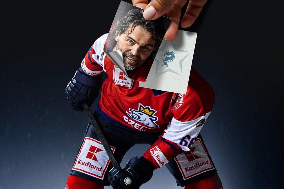 Jaromír Jágr propaguje novou nálepkovou knihu o českém hokeji, kterou jeho vedení vydává spolu s Kauflandem.