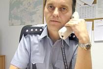 Miloš Hanzlík obléká uniformu už čtvrt století. V posledních letech je vedoucím oddělení v Kročehlavech.