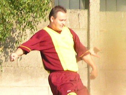 Juraj Stolár byl u obolu branek Slovanu v Tuchoměřicích, po jeho odstoupení však mužstvo nechalo soupeře otočil na 3:2.