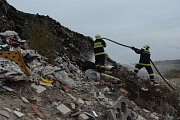 Požár skládky komunálního odpadu u obce Uhy na Kladensku.