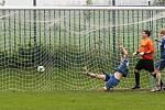 Mutějovice střílí jedinou a vítěznou branku zápasu // Kartex Braškov - Chmel Mutějovice 0:1, utkání I.B. tř. sk A 2011/12, hráno 6. 5. 2012