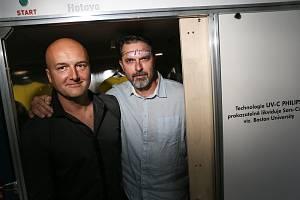 Zleva: Zdeněk Liška a Tomáš  Velc z Kladna při prezentaci nového SteriBoxu