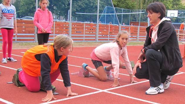 MULTIFUNKČNÍ HŘIŠTĚ u Základní školy v Moskevské ulici v Kladně-Rozdělově budou využívat především žáci, v pozdějších odpoledních a večerních hodinách zde může sportovat veřejnost.