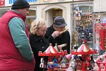 Na Floriánském náměstí v centru Kladna začaly v pondělí vánoční trhy.
