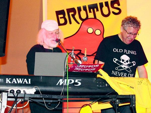 Kapela Brutus ve Slaném-Kvíčku vsokolovně