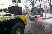 Vyprošťování autobusu.