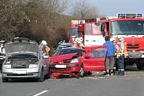 Tragická nehoda na R7 zablokovala celý pravý pruh komunikace.