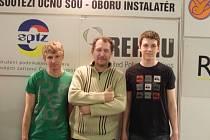 Josef Bakoš se svými studenty Markem Soukupem a Danielem Štětkou. Na finále se nijak speciálně nepřipravují, důležitá je hlavně přesná a odpovědná práce.