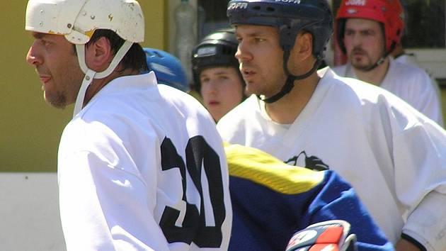 Jaroslav Kalla (vpravo) Buštěhradu B ve finále moc scházel.