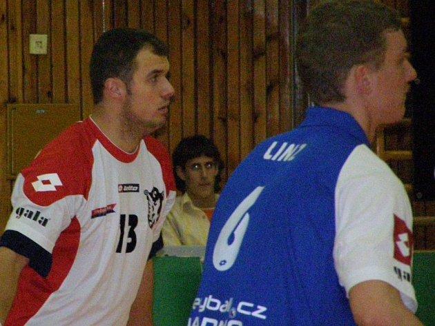 Jiří Polanský (vlevo) bojuje o nominaci do národního týmu.