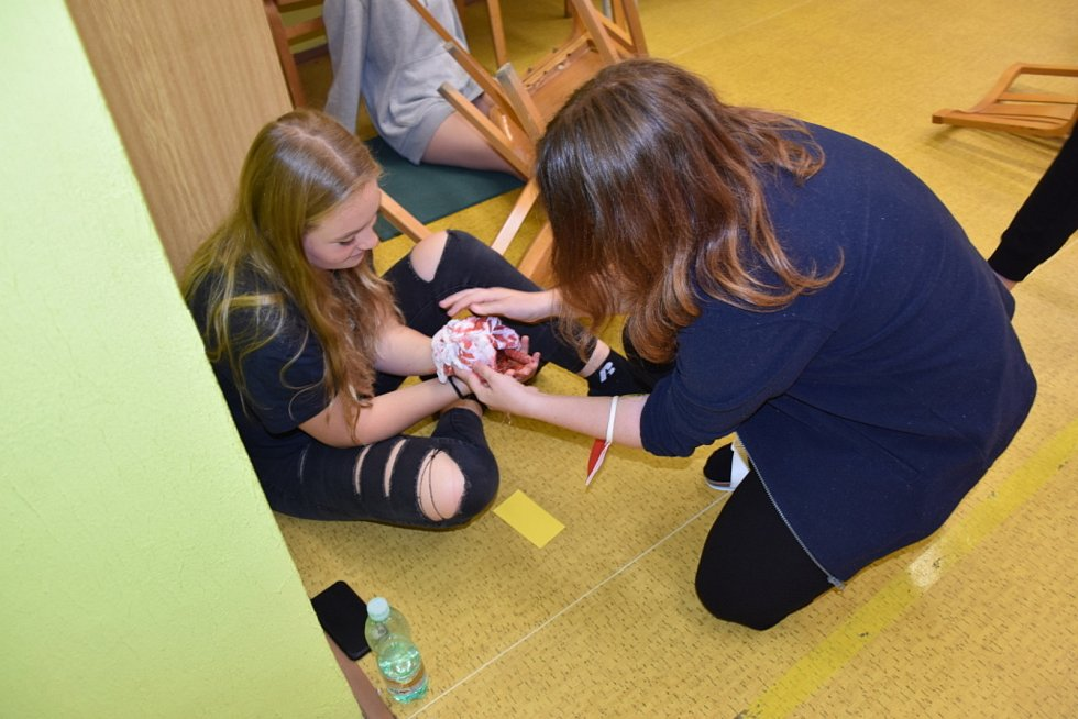 Ze simulované záchranné akce v prostorách Střední zdravotnické školy a Vyšší odborné zdravotnické školy Kladno.