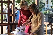 Návštěva první dámy České republiky Ivany Zemanové při slavnostním předání rekonstruované základní školy v Lánech