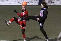 V popředí Martin Samek // SK Kladno a FK Králův Dvůr sehrály 2. února 2011 za mrazivého počasí utkání Vyšehrad cupu...