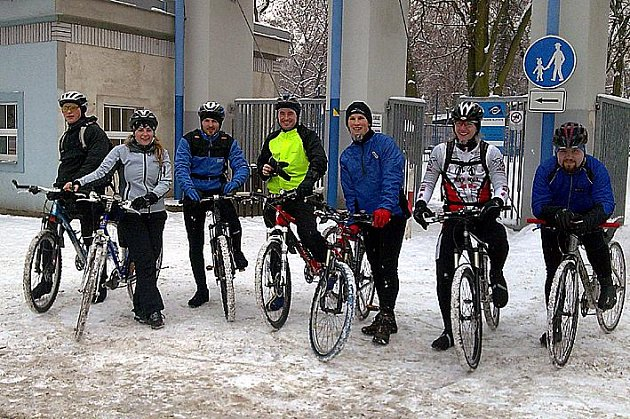 Sedm statečných dorazilo do cíle před bránou na Sletišti.  Dva dny před zimním slunovratem tak  definitivně uzavřeli cyklistickou sezonu 2009.