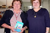 Spisovatelka Zdeňka Ortová  (vpravo) s nakladatelkou Slávkou Kopeckou.