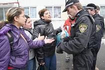 Spolupráce s romskými asistenty se osvědčila například litvínovským strážníkům. Obdobný projekt připravuje i Městská policie Kladno.