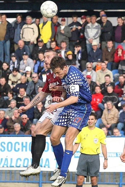 Rok 2008, Kladno - Sparta 0:1. Souboj stoperů - Tomáš Řepka a Lukáš Killar.