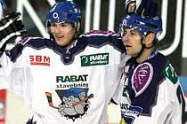 Radek Bělohloav (vpravo) s Martinem Frolíkem. Ten je stále zraněný.