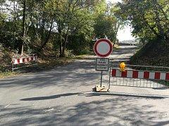Řidiči, pozor! Křižovatka v Kladně u Baumaxu je uzavřena, stejně jako silnice ve Švermově.