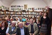Dvojitý křest knih Jiřího Žáčka se konal ve Velvarech.