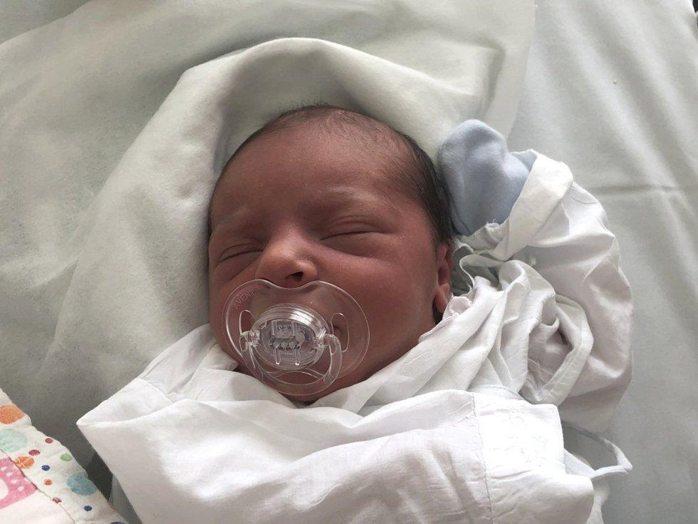 SEBASTIAN DRBÁLEK, OTVOVICE. Narodil se 8. června 2019. Po porodu vážil 3,51 kg a měřil 48 cm. Rodiče jsou Kateřina Drbálek a Miloslav Drbálek. (nemocnice Kladno)