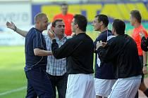 Olomouc - Kladno 1:2. Lavička hostů po prvním gólu.