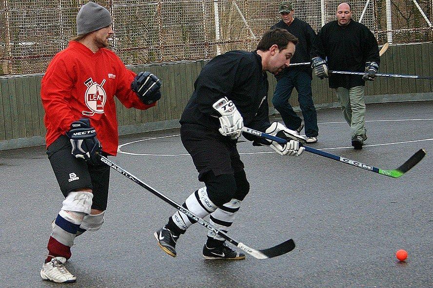 Nižborská hokejbalová liga, Dvořáka z Diabla atakuje Svoboda z Lemry