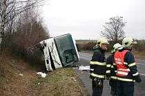 Tragická nehoda autobusu při níž zemřel řidič se stala 28. prosince 2011 dopoledne na silnici I/7 u Slaného (na úrovni obce Kutrovice)