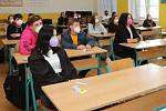Kladenská střední škola byla sloučena se zrušenou zemědělkou ve Středoklukách. Ředitel Paták přivítal 1. září 2021 i tamní studenty.