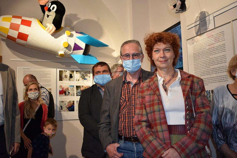 Vpravo dcera výtvarníka Zdeňka Milera, grafička Kateřina Miler, která pokračuje v odkazu slavného otce.
