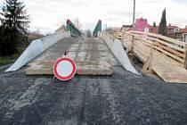 Zavřený most ve Velvarech