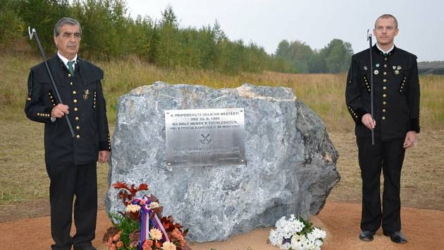 Odhalení památníku obětem důlního neštěstí v Tuchlovicích.