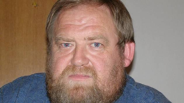 Na fotografii je Jiří Richter, dlouholetý starosta dobrovolníků v Kmetiněvsi