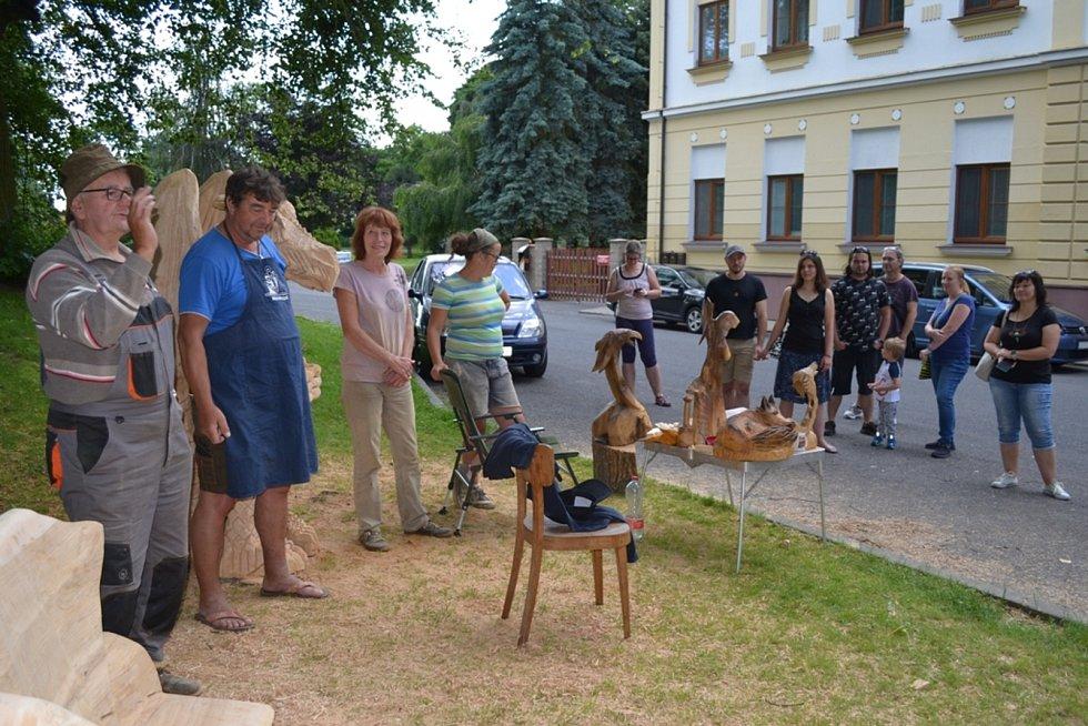 Z červencového řezbářského sympozia v Tuchlovicích.