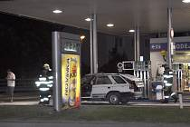 Nebezpečná situace na benzince v Kladně.