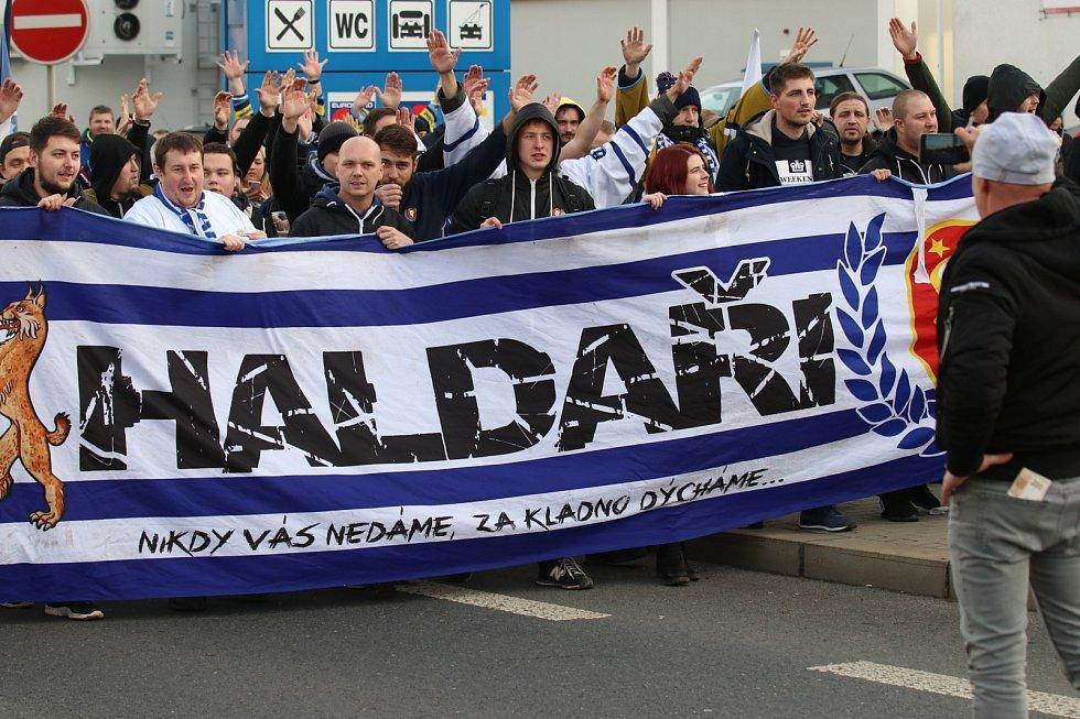 Fanoušci Kladna vyrazili na Spartu, tady vystupují v Libni.