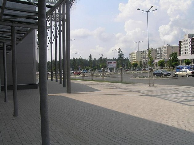 Nákupní centrum v Kročehlavech se bude rozšiřovat ve směru k lesu Bažantnici.