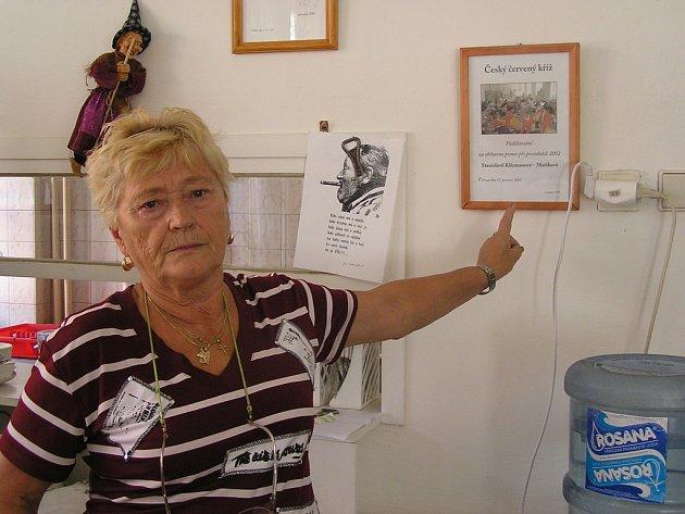 Stanislava Klicmanová–Maříková z kladenského Červeného kříže dostala ocenění za pomoc při povodních před pěti i deseti lety. Svou práci dělá již padesát let.