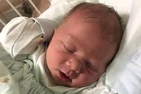 VÍT HANZLÍK, ZVOLENĚVES. Narodil se 22. prosince 2018. Po porodu vážil 3,45 kg a měřil 48 cm. Rodiče jsou Lucie Hanzlíková a Vít Hanzlík, sestra Emička. (porodnice Kladno)