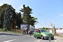 Nehoda ve Slaném. Opilá řidička srazila motorkáře.
