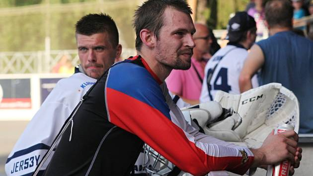 Alpiq Kladno - Rytíři Kladno 4:1, exhibiční utkání hokejbalových mistrů  vs. hokejisté Rytíři Kladno 22. 7. 2015