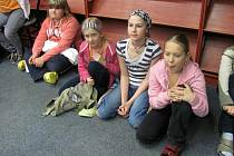 Slánské Noci sAndersenem se zúčastnili zprava – pilné čtenářky Bára, Míša, Terka a Katka.