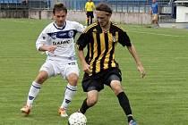 Kamil Výborný (vlevo) v duelu s Radotínem.