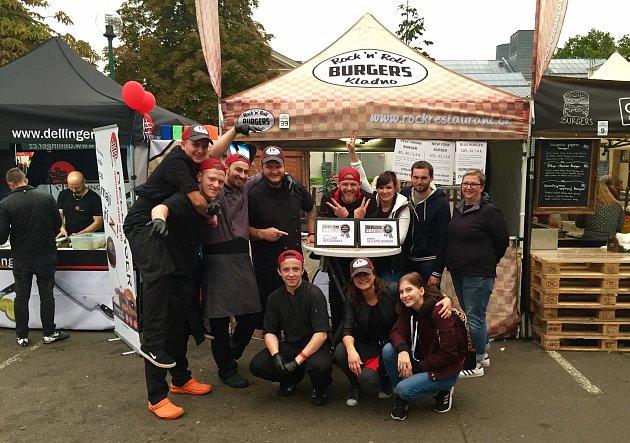 Sedmičlenný tým Kladeňáku přivezl domů hned dvě stříbra za nejlepší burgery.