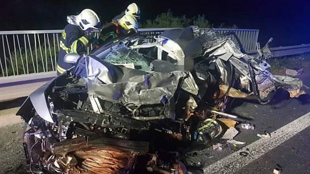 Dopravní nehodu na Kladensku jeden člověk nepřežil.