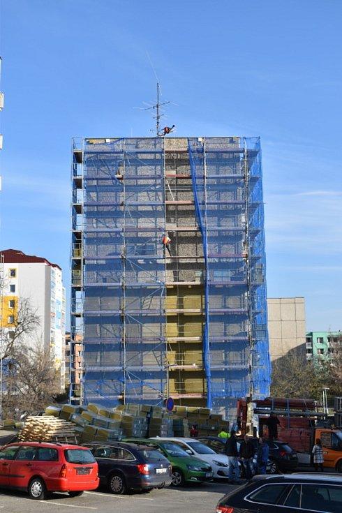 Zateplování dvou městských bytových domů ve Slaném ve Vikově ulici.