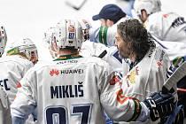 Utkání semifinále play off Chance ligy - 4. zápas: HC RT TORAX Poruba 2011 - Rytíři Kladno, 7. dubna 2021 v Ostravě. Jaromír Jágr na střídačce Kladna.