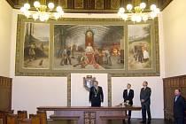 Opravená obřadní síň kladenské radnice.