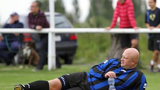 V Lidicích proběhl turnaj k 70. výročí lidické tragédie. // Lidice si finále nezahrají. Zápas sice skončil 2:2, tým z Nebušic ale proměnil o penaltu více.