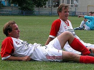 Jan Váňa (vlevo) pomohl Dynamu Kladno gólem k důležité výhře nad Čechií C. Hrálo se o záchranu.
